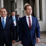 Премьер-министр Армении обратился к Медведеву с предложением ускорить подписание договора по поставкам оружия