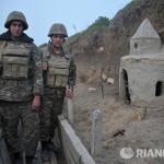 Конфликт в Нагорном Карабахе: священники между крестом и оружием