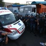 Полиция: вооруженная группа взяла в заложники врачей в захваченном полку ППС