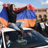 epa06687360 People celebrate Armenian Prime Minister Serzh Sargsyan's resignation in the center of Yerevan, Armenia, 23 April 2018. Armenian Prime Minister and former President Serzh Sargsyan announced his resignation in response to round-the-clock mass protests against Serzh Sargsyan's appointment as a prime minister after serving two terms as the President.  EPA-EFE/HAYK BAGHDASARYAN