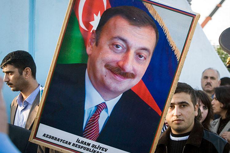 ves-v-papu-zachem-prezident-azerbaidzhana-reshil-vybrat-sebja-dos
