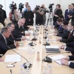 Алиев и Пашинян говорят о разном и на разных языках