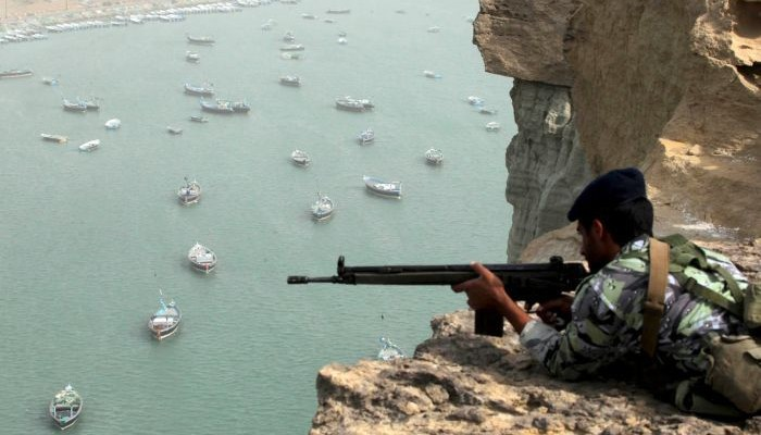 iran_soldier_strait_of_hormuz