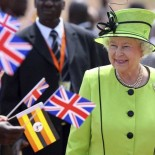 Britain's Queen Elizabeth II walks past staff and patients at the Mildmay HIV Centre in Kampala, Uganda November 22, 2007, on the first day of her state visit to Uganda. The Queen is due to officiate at the opening of the Commonwealth Heads of Government Meeting (CHOGM).   REUTERS/Jon Hrusa/Pool   (UGANDA)