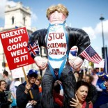 Anti-Brexit protesters demonstrate in front of the parliament at Westminster, in London, Britain, September 4, 2019. REUTERS/Henry Nicholls.  REFILE - CORRECTING INFORMATION