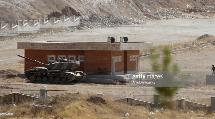 SULAYMANIYAH, IRAQ - OCTOBER 03: A tank of Iranian Army is deployed near Iraq-Iran border gate, which is closed for one day due to the military drill organised by Iraqi Kurdish Regional Government (IKRG) in Sulaymaniyah, Iraq on October 03, 2017. (Photo by Feriq Ferec/Anadolu Agency/Getty Images)