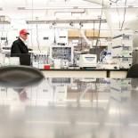 U.S. President Donald Trump tours the Center for Disease Control (CDC) following a COVID-19 coronavirus briefing in Atlanta, Georgia, U.S. March 6, 2020. REUTERS/Tom Brenner - RC2MEF9Q8F54